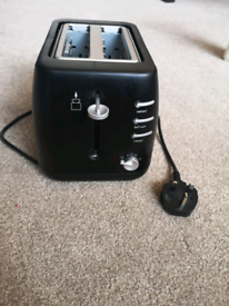 Toaster in like new condition can deliver