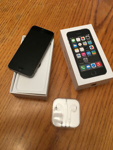 Apple Iphone 5S-16GB Mint condition. !