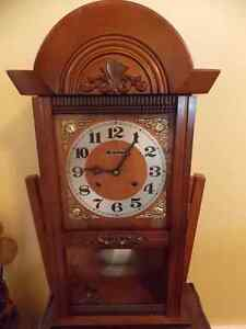 CARILLON CHIME WOODEN WALL CLOCK.