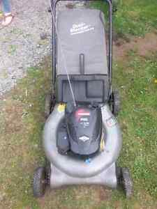 Craftsman lawnmower with bag in good shape for sale!