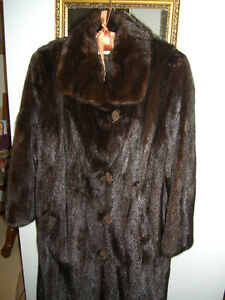 GORGEOUS MINK COAT. SKINS ARE PERFECT. NEW BUTTONS