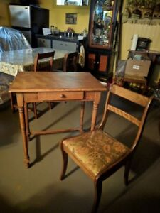 Antique child's desk - Table/ pupitre d'enfant