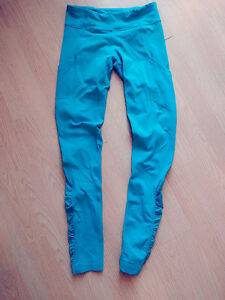 Lululemon leggings size 6 (small)