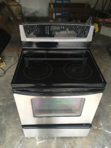 Whirlpool Stainless stove with glass top