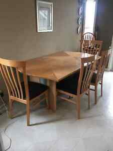Beautiful Condition Maple table
