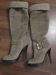 Gorgeous Guess Faux Fur Trim boots