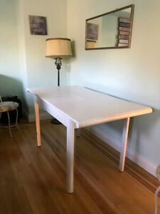 White extendable dinning table