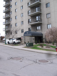 4 1/2 Condo in dt Gatineau. 3min walk to Portage.Close to all