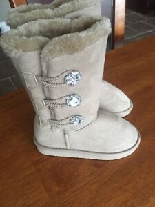 Girls boots size 11-12 (NEW)