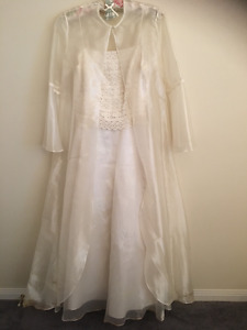 Alfred Sung Organza & Lace Wedding Dress w/Organza Cape