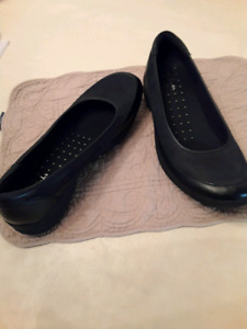 Clarks Wave  black leather and suede  size 9. Never worn. $40.00