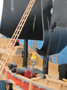 Bateau pirate des ténèbres de Playmobil