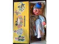 Pelham Puppets SL Queen