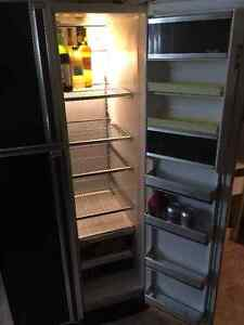 BLACK SIDE BY SIDE BEAUMARK REFRIGERATOR - $125 NEGO