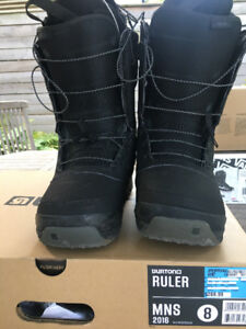 SNOWBOARDING BOOTS -  SIZE 8 MAN