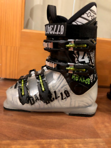 Dalbello Menace 4 downhill ski boot, size 21 (size 2 youth)
