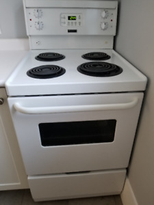 "Frigidaire 24"" Range, Like New! Perfect for making Chrismakkah d"