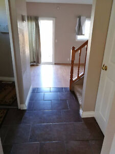 Bright cozy end unit of townhouse in Penbrooke,mins->DT