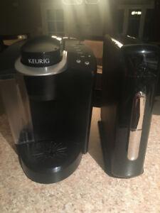 Machine a café Keurig avec deux présentoirs