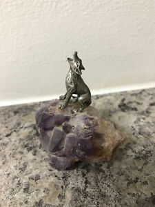 Pewter howling wolf on amethyst