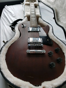 Gibson les Paul studio with Gibson hard case