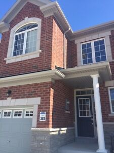 New 3 brm townhouse for rent, Richmond Hill