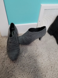 brand new Clarks No. 5 suede ruffle booties