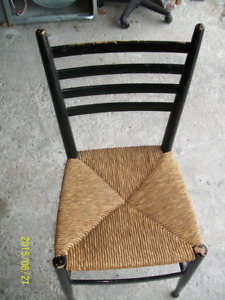 ANTIQUE WOODEN CHAIR WITH CANE SEAT