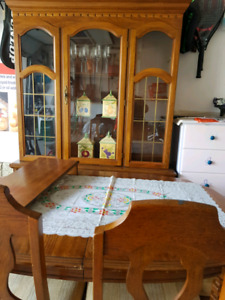 Dinning table with chairs and glass display hatch oak wood