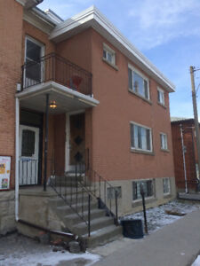 322 Queen St. - Bright 3 Bedroom Apartment Perfect for Students!