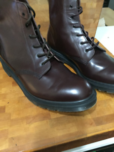 Dr Martens Aurthur. UK 11 made in England