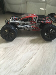Hpi Traxxas Losi Arrma team associated  pieces teleguider RC RTR