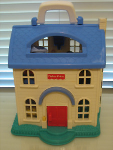 Maisonnette Fisher price et figurines