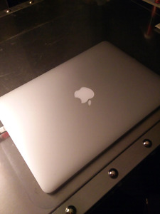 2014 Macbook Pro - 2.6Ghz i5 8gb 256gb SSD --- MINT CONDITION!