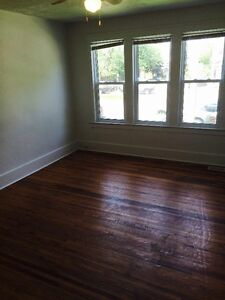 2 bedroom near river, downtown and University, util and WiFi inc