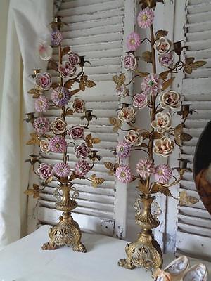 Großes Paar ALTARLEUCHTER mit Porzellanblüten Frankreich Ende 19. Jhdt.