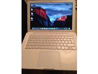 Apple MacBook Pro in White 4gb ram 250 gb hard drive