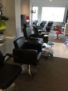 Équipement de salons de coiffure et esthétique