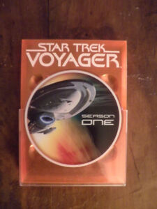 Coffret de 5 DVD Star Trek Voyager saison one english version.