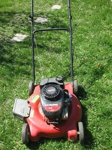 LAWN MOWERS for parts or restoration. Brands Tucumseh, Briggs...