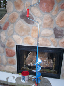 """I'AM SELLING...MANUAL  6"""" ICE AUGER INCLUDES EXTRA SET OF BLADES"""