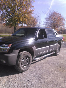 2004 Chevrolet Avalanche Pickup 4wd loaded..$7500 winter monster