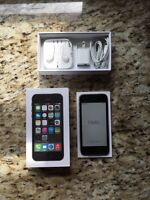 iPHONE 5S 32 GB > BRAND NEW SEALED / BELL NETWORK