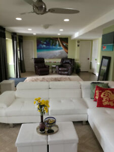 Furnished Room, Spacious living area, 20 Min to Kelowna DT
