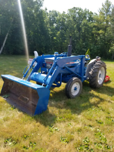 FORD 2000 TRACTOR/ ATTACHMENTS