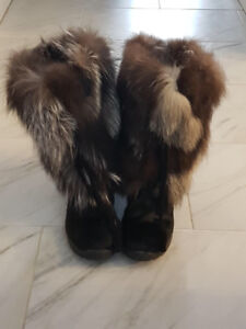 Authentic fox hair boots !