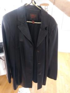 Très beau manteau en cuir pour femmes, état neuf, non fumeur