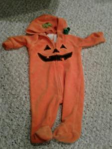 0-3 month pumpkin costume/ sleeper Excellent Condition worn once