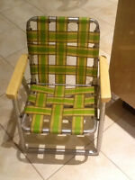 VINTAGE CHILD LAWN CHAIR