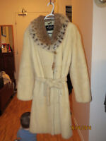 Mink coat with Lynx collar/Manteau de Vison avec Lynx collier